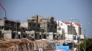 عمليات البناء في مستوطنة كريات اربع قضاء الخليل 2010 (فلاش 90)