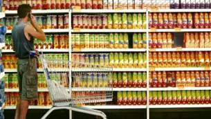 صورة توضيحية لبضائع في متجر (فلاش 90)