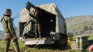 جنود الجيش الاسرائيلي خلال التعزيزات على الحدود الشمالية مع لبنان 21 يناير 2015 (فلاش 90)
