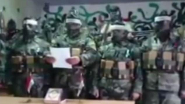 جنود سوريين يرتدون أحزمة ناسفة يعلنون عن عزمهم على الاستشهاد (من شاشة ميمري TV)