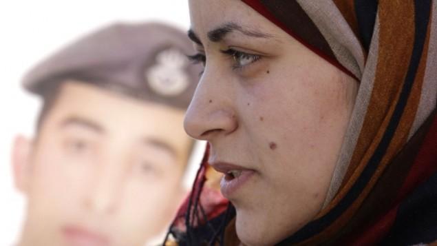 انوار الطراونة، زوجة الطيار الأردني معاذ الكساسبة، 3 فبراير 2015 (KHALIL MAZRAAWI / AFP)