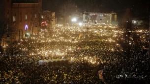 الحشود تحمل الشموع لذكرى ضحايا الهجوم في كوبنهاغن قبل ايام، 16 فبراير 2015 (ASGER LADEFOGED / SCANPIX DENMARK / AFP)