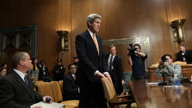 وزير الخارجية الأمريكي جون كيري يدلي شهادته امام لجنة المخصصات في مجلس الشيوخ الاميركي لمناقشة موازنة السياسية الخارجية، 24 فبراير 2015 (WIN MCNAMEE / GETTY IMAGES NORTH AMERICA / AFP)
