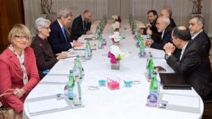 مسؤولون أمريكيون وإيرانيون يلتقون في جينيف، 23 فبراير 2015 (US State Department)