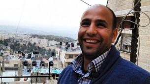 بهاء نبابتة، مدير طاقم طوارئ السلام في مخيم اللاجئين شعفاط (Elhanan Miller/Times of Israel)