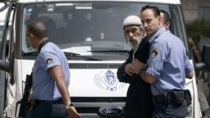 عوفر جمليئيل، بعد حكم عليه بالسجن لمدة 15 عاما في السجن  للتخطيط لتفجير قنبلة قرب مدرسة فلسطينية، يصل في مستشفى هداسا في القدس لزيارة ابنه الذي أصيب بجروح في هجوم ارهابي، 3 أبريل 2009  Uri Lenz/ FLASH90