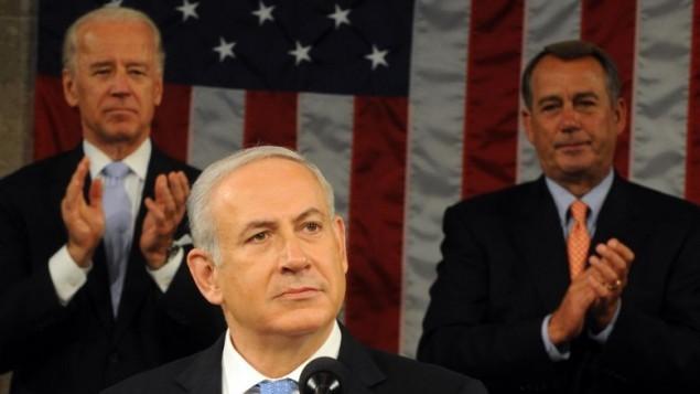 نائب الرئيس جو بايدن ورئيس الكونغرس جون باينر يصفقون لبنيامين نتنياهو خلال خطابه امام الكونغرس في 24 مايو 2011 (Avi Ohayon/GPO/Flash90)