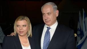 رئيس الوزراء بنيامين نتنياهو مع زوجته سارة (Amos Ben Gershom/Flash90)