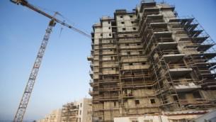 صورة توضيحية لمشروع بناء، 13 اغسطس 2013 (Yonatan Sindel/Flash90)