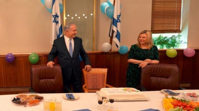 بنيامين وسارة نتنياهو يحتفلا بعيد ميلاده ال 65 في القدس 21 اوكتوبر 2014 (فلاش 90)