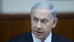 رئيس الوزراء بنيامين نتنياهو خلال جلسة الحكومة الاسبوعية في القدس، 22 فيراير 2015 (Alex Kolomoisky/POOL)