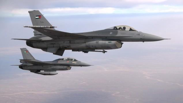 صورة توضيحية لطائرات حربية اردنية من طراز اف-16 (CC BY-SA 3.0, by Caycee Cook, US Air Force, Wikimedia Commons)
