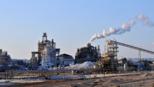 مصنع البحر الميت لشركة كيماويات اسرائيل (فلاش 90)