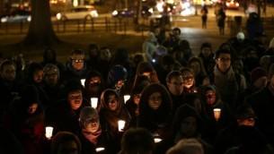 """داعمو """"مجلس العلاقات الأمريكية-الإسلامية"""" يحيون ذكرى ثلاثة الضحايا المسلمين في واشنطن، 12 فبراير 2015 ( Win McNamee/Getty Images/AFP)"""