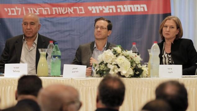 زهير بهلول، يتسحاق هرتسوغ، و تسيبي ليفني خلال مؤتمرانتخابي في  شفا عمرو  28 فبراير، 2015   AFP PHOTO / AHMAD GHARABLI