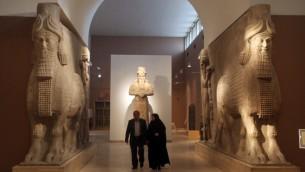 تماثيل اشورية في المتحف الوطني العراقي في بغداد الذي تم افتتاحه من جديد، 1 مارس 2015 (AHMAD AL-RUBAYE / AFP)