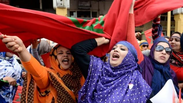 نساء مغربيات يتظاهرن من اجل المساواة بين الرجال والنساء في يوم المرأة العالمي في الرباط، 8 مارس 2015 (FADEL SENNA / AFP)