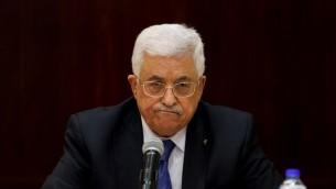 رئيس السلطة الفلسطينية محمود عباس خلال اجتماع للجنة التنفيذية الفلسطينية في الضفة الغربية، 19 مارس 2015 (ABBAS MOMANI / AFP)