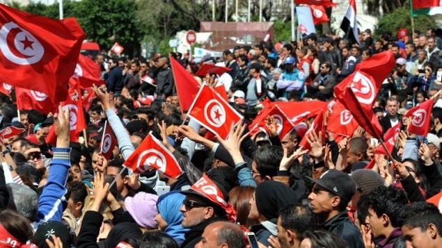 مظاهرة ضد التطرف امام متحف باردو في تونس، 29 مارس 2015 (FETHI BELAID / AFP)