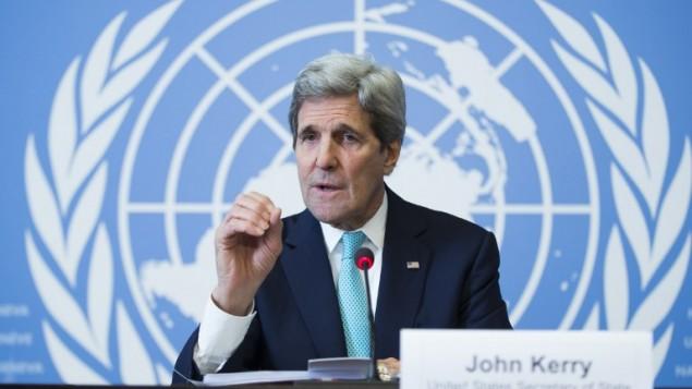 وزير الخارجية الأمريكي جون كيري خلال مؤتمر صحفي في جنيف، 2 مارس 2015 (EVAN VUCCI / POOL / AFP)