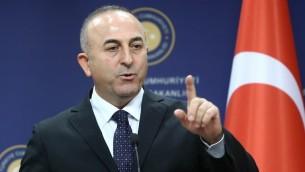 وزير الخارجية التركي مولود جاوش اوغلو خلال مؤتمر صحفي (ADEM ALTAN / AFP)