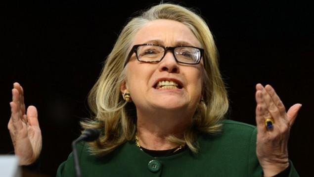 وزيرة الخارجية الأمريكية السابقة هيلاري كلينتون تشهد بقضية الاعتداء على القنصلية الاميركية في بنغازي امام هيئة العلاقات الخارحية في مجلس الشيوخ، 23 يناير 2013 (AFP PHOTO / Saul LOEB / FILES)