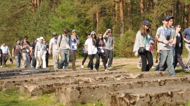 صورة توضيحية لطلاب إسرائيليين خلال رحلة في بولندا عام 2011. (Yossi Zeliger/Flash90)