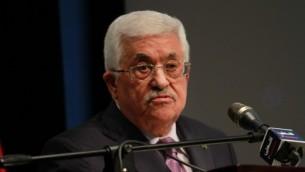 رئيس السلطة الفلسطينية محمود عباس خلال كلمة ألقاها في مدينة رام الله بالضفة الغربية يوم 4 يناير، 2015  (Flash90)