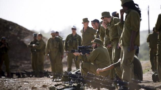 جنود احتياط في الجيش الإسرائيلي خلال تدريب ضخم في الضفة الغربية، 1 مارس 2015 (IDF Spokesperson/FLASH90)