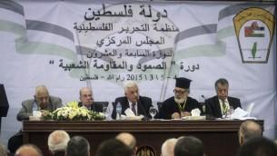 رئيس السلطة الفلسطينية محمود عباس يتكلم خلال جلسة المجلس المركزي لمنظمة التحرير الفلسطينية، 4 مارس 2015 (STR/Flash90)