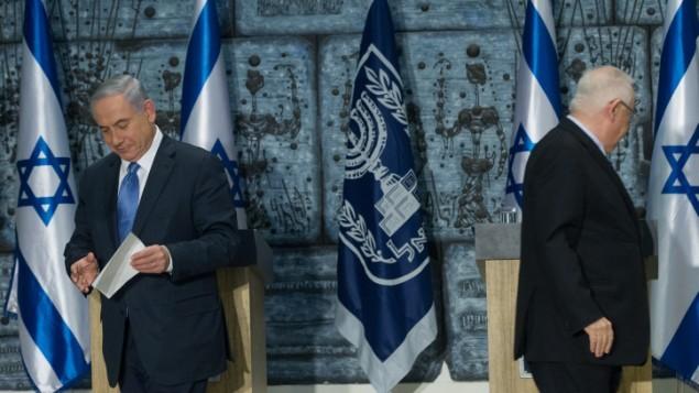رئيس الوزراء بنيامين نتنياهو في منزل الرئيس في القدس، 25 مارس 2015 (Miriam Alster/Flash90)