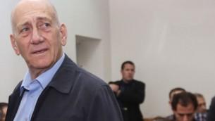 أيهود أولمرت في المحكمة المركزية في القدس في 30 مارس، 2015. ( Gili Yohanan/POOL/Flash90)