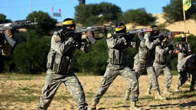 مقاتلون ملثمون من حركة فتح خلال تدريب عسكري في غزة، 6 مارس 2015 (Facebook)