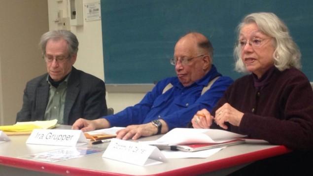 """متحدثو """"صيف الحرية""""، من اليسار إلى اليمين، لاري روبن، ايرا غروبر ودوروثي زلنر في """"جامعة فبرواري""""  في ماستشوستس. (Open Hillel)"""