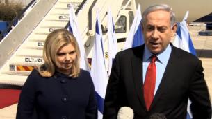 رئيس الوزراء بنيامين نتنياهو يتحدث للصحفيين 1 مارس 2015 قبل أن يستقل طائرة إلى واشنطن حيث سيمثل أمام الكونغرس. Channel 10 news