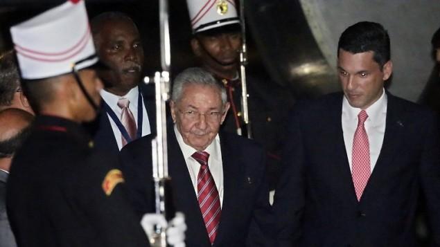 الرئيس الكوبي راوول كاسترو يصل الى قمة الأمريكيتين في مدينة بنما 9 ابريل 2015 (INTI OCON / AFP)