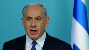 رئيس الوزراء الإسرائيلي بينيامين نتنياهو يتحدث في مؤتمر صحافي عن المحادثات مع إيران، 1 أبريل، 2015.  (AFP PHOTO / POOL / DEBBIE HILL)