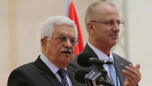 رئيس السلطة الفلسطينية محمود عباس خلال خطاب في رام الله، 5 ابريل 2015 (ABBAS MOMANI / AFP)