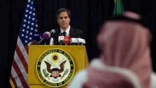 مساعد وزير الخارجية الاميركي، انطوني بلينكين، خلال مؤتمر صحفي في الرياض، 7 ابريل 2015 (AHMED FARWAN / AFP)