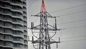 عامود كهرباء في اسطنبول خلال عطل كهربائي ضخم اثار الفوضى في معظم المدن التركية، 31 مارس 2015 (OZAN KOSE / AFP)