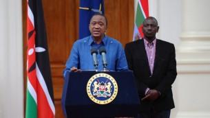 الرئيس الكيني اوهورو كينياتا خلال مؤتمر صحفي حيث اعلن عن ثلاثة ايام حداد وطني على ضحايا الهجوم الارهابي في جامعة غاريسا، 4 ابريل 2015 (JOHN MUCHUCHA / AFP)