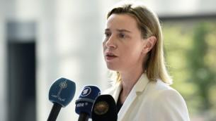 وزيرة خارجية الاتحاد الاوروبي فيدريكا موغريني خلال مؤتمر صحفي قبل اجتماع طارئ لوزراء الخارجية والداخلية لدول الأعضاء في الاتحاد حول مسألة الهجرة، 20 ابريل 2015 (JOHN THYS / AFP)