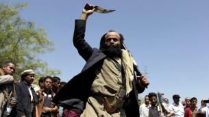 مظاهرة لانصار الحوثيون في ثاني اكبر مدينة في اليمن، تعز، 1 ابريل 2015 (ABDEL RAHMAN ABDALLAH / AFP)