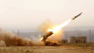 قاذفة صواريخ لقوات النظام العراقي، 16 ابريل 2015 (MOHAMMED SAWAF / AFP)