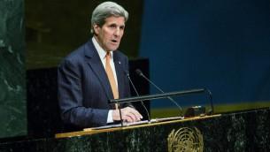 وزير الخارجية الأميركي جون كيري خلال مؤتمر متابعة معاهدة الحد من انتشار السلاح النووي في الأمم المتحدة في نيويورك، 27 ابريل 2015 (Andrew Burton/Getty Images/AFP)