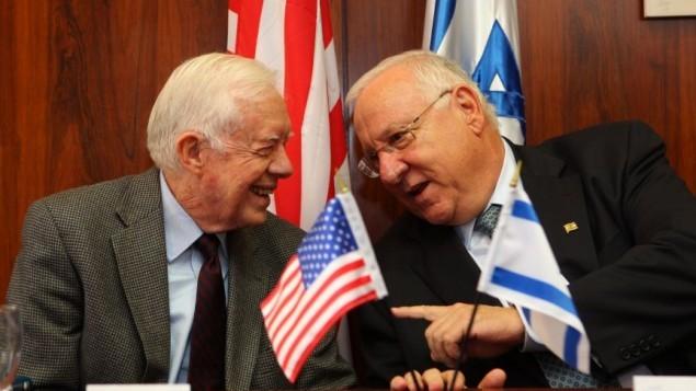 الرئيس الأمريكي السابق جيمي كارتر في لقاء مع رئيس الكنيست رؤوفين ريفلين في 15 يونيو، 2009. ( Kobi Gideon / FLASH90)