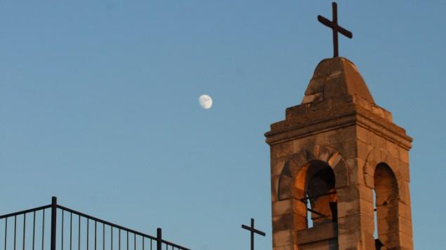 الكنيسة في قرية كفر برعم الجليلية المهجرة، 22 يلويو 2010 (Hamad Almakt / FLASH90)