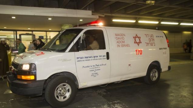 صورة توضيحية لسيارة اسعاف تابعة لنجمة داوود الحمراء (Yonatan Sindel/Flash90)