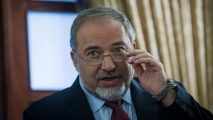 وزير الخارجية الإسرائيلي أفيغدور ليبرمان في 22 ديسمبر، 2014. (Miriam Alster/FLASH90)