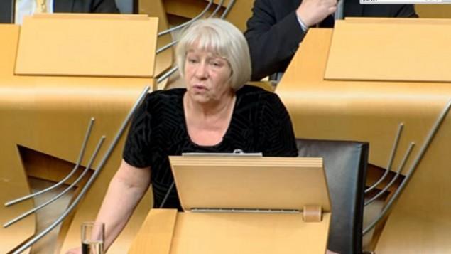 النائبة الإسكتلندية ساندرا وايت تقدم اقتراحها للاعتراف بدولة فلسطين في البرلمان الإسكتلندي في ايدنبورغ، 21 ابريل 2015 (screen grab www.scottishparliament.tv)
